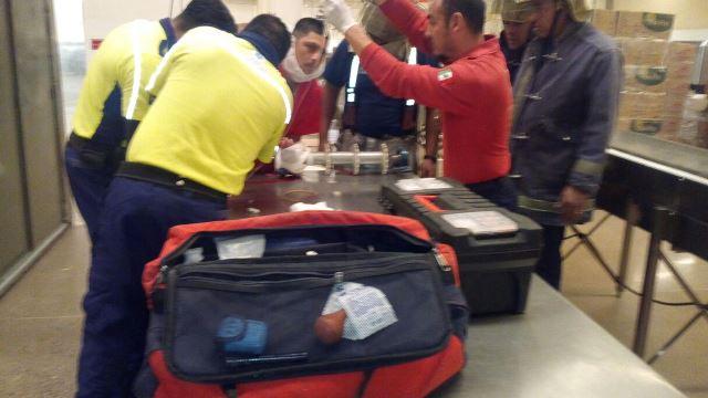 ¡Empleado casi se amputó una mano en una fábrica de galletas en Aguascalientes!