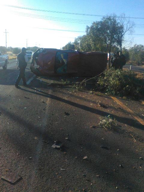 ¡Volcadura de una camioneta en Aguascalientes dejó al conductor lesionado!