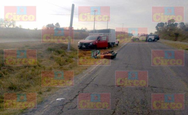 ¡Motociclista vecino de Ojuelos murió embestido por una camioneta en Encarnación de Díaz!