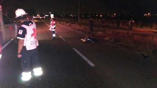 ¡Hombre murió atropellado por un auto en la carretera 45 Sur en Aguascalientes!