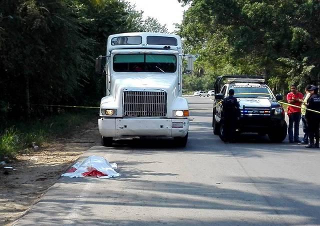 ¡Trailero de Aguascalientes murió atropellado por veloz vehículo en Guerrero!