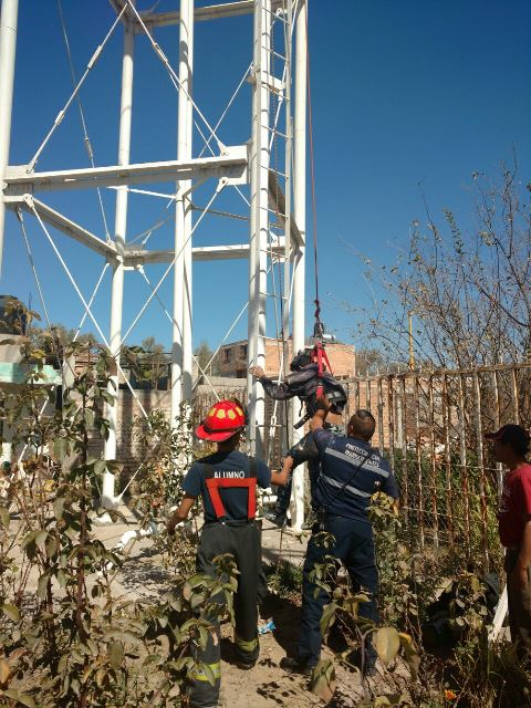 GALERIA/HEROICO RESCATE DE 3 TRABAJADORES QUE SE INTOXICARON EN UN TANQUE ELEVADO EN AGUASCALIENTES