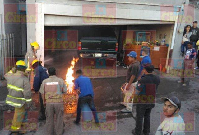 ¡Hombre resultó quemado al echarle gasolina a su camioneta en San Juan de los Lagos!