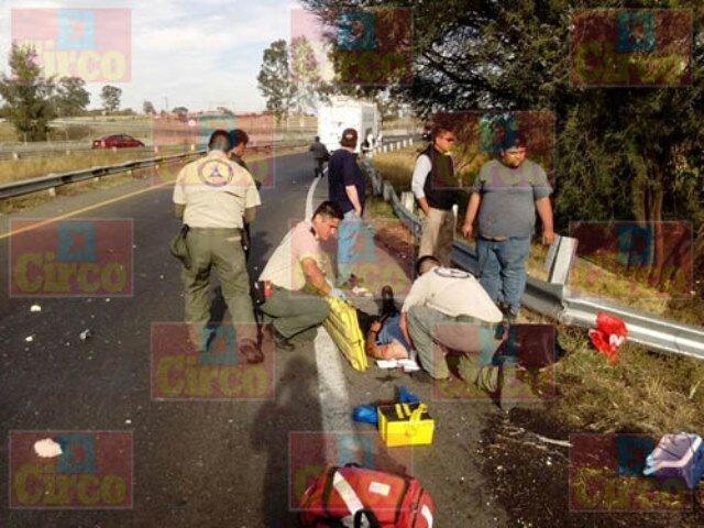 ¡Trailero lesionado tras una volcadura en Lagos de Moreno!