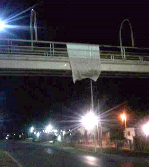 ¡Colgaron varias narco-mantas al CDG en Fresnillo!