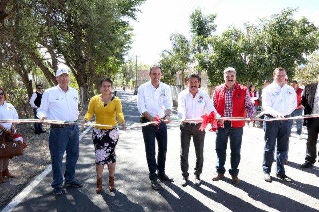 ¡Entrega gobernador Alejandro Tello apoyos y beneficios en el Cañón de Juchipila!