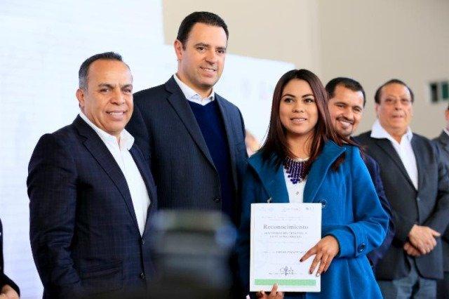 ¡Ofertan más de 1 mil 200 vacantes en Primera Feria del Empleo de la Administración de Alejandro Tello!