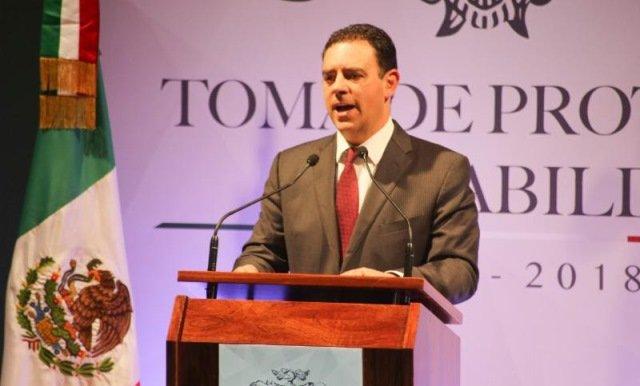 ¡El gobernador Alejandro Tello llama a la reconciliación con la ciudadanía al tomar protesta a Judit Guerrero como alcaldesa capitalina!