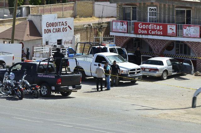¡Frente a su esposa y dentro de un restaurante, hombre fue ejecutado a balazos en Guadalupe, Zacatecas!
