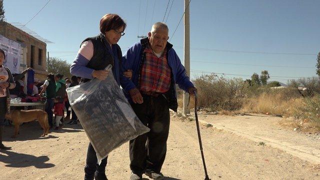 ¡Entrega DIF Municipal de Jesús María apoyos a personas de escasos recursos!