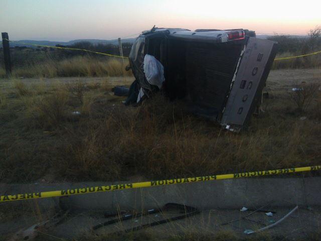 ¡Volcadura de camioneta dejó 1 muerto y 1 lesionado grave en Aguascalientes!