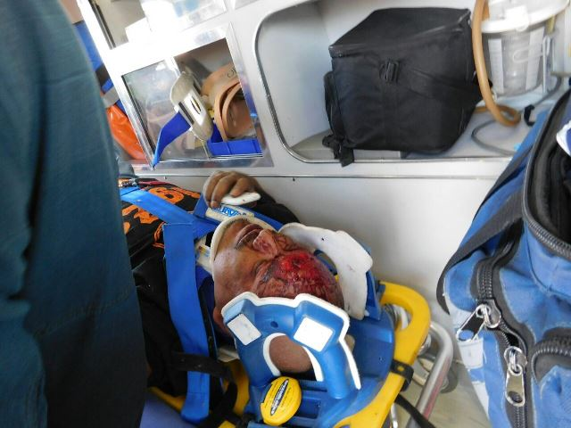 ¡Familia lesionada tras estrellarse un auto contra un objeto fijo en Aguascalientes!