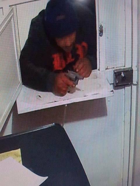 ¡2 delincuentes asaltaron una panadería en Aguascalientes y fueron captados por cámaras de seguridad!