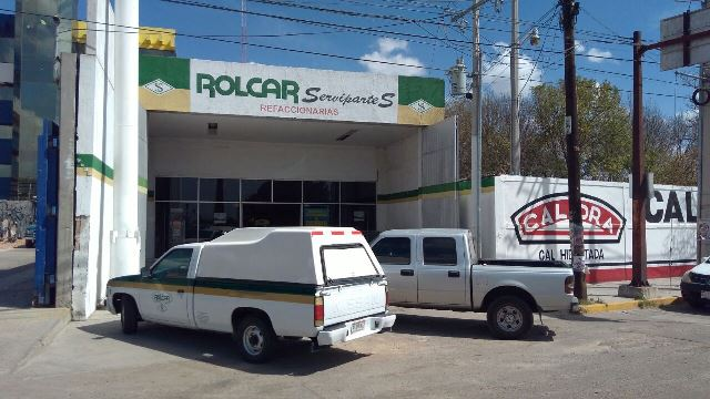 ¡Solitario delincuente asaltó una refaccionaria en Aguascalientes y se llevó $12 mil!