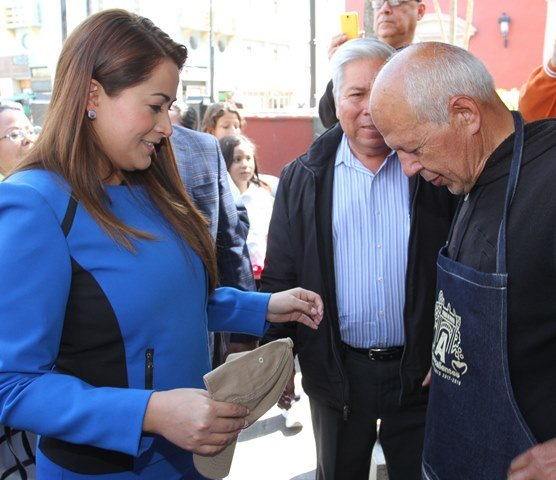 ¡Reconoce Tere Jiménez labor de boleros en la capital!