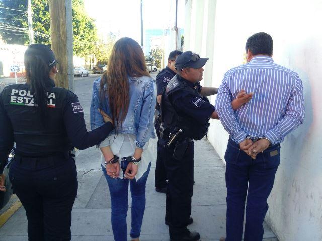 ¡Atraparon a 2 defraudadores que compraban autos con cheques sin fondos en Aguascalientes!