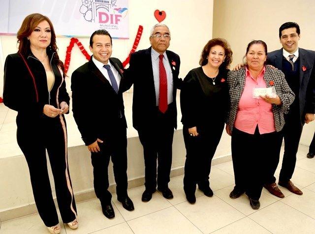 ¡Entrega el DIF Municipal estímulos económicos a coordinadores de Clubes de la Tercera Edad!