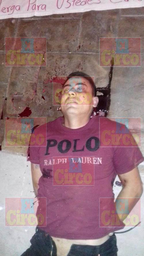 ¡En plena Plaza principal de Morelos, Zacatecas, dejaron a un ejecutado con un narco-mensaje!