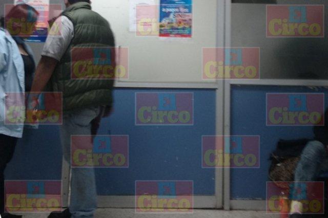 ¡3 sujetos golpearon y apuñalaron a un hombre en Lagos de Moreno!