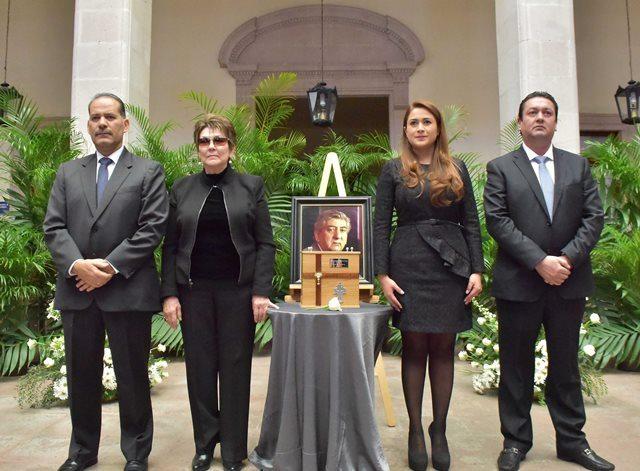 ¡Honra Ayuntamiento de Aguascalientes memoria de ex alcalde Héctor del Villar!