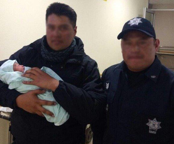 ¡Policías federales auxilian a una mujer en labor de parto y reciben a recién nacido en Zacatecas!
