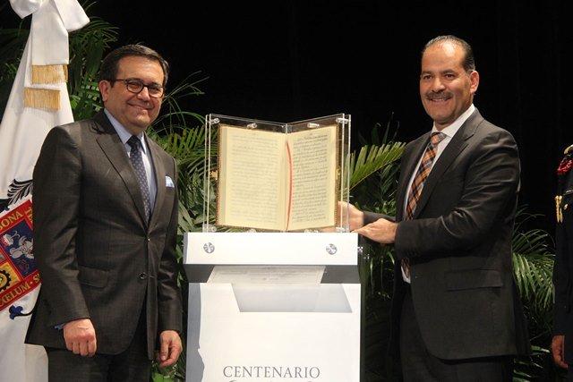 ¡Aguascalientes recibe facsimilar de la Constitución Política de los Estados Unidos Mexicanos de 1917!
