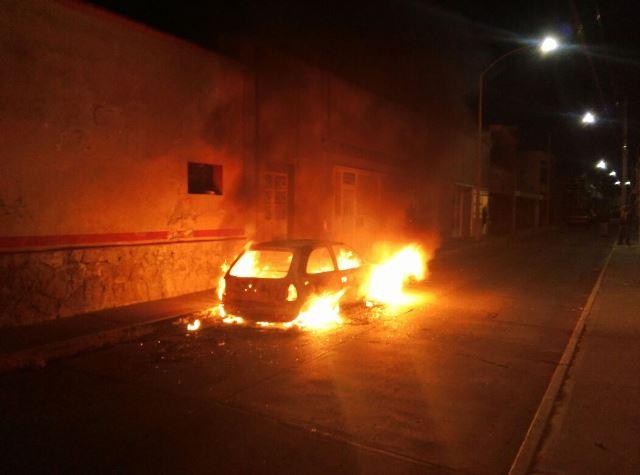 ¡A mujer su ex pareja le robó su auto y se lo incendió en Aguascalientes!