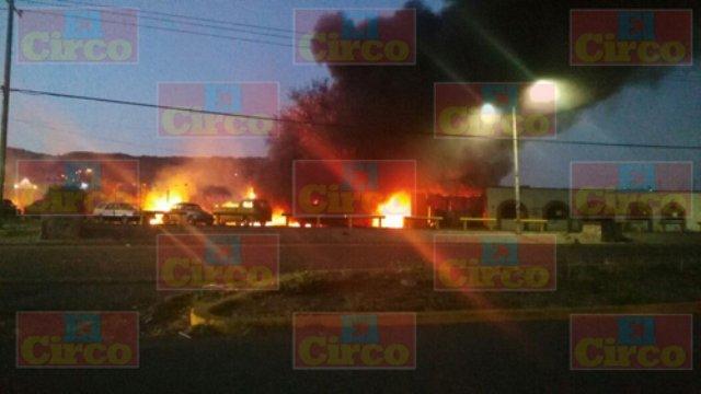 ¡Impresionante incendio en Lagos de Moreno!