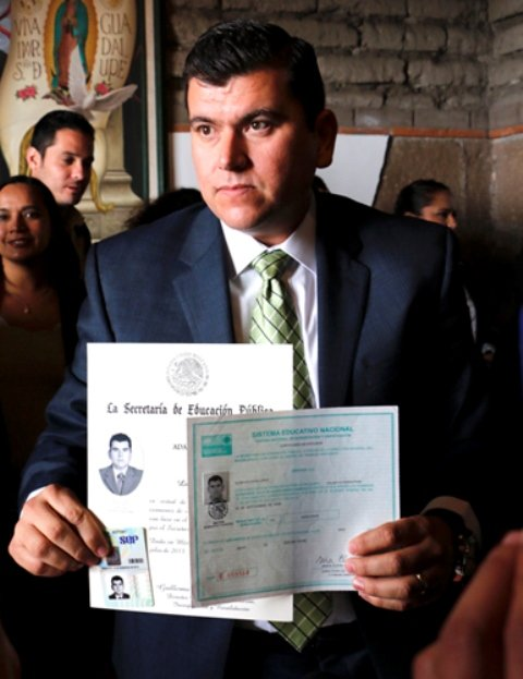 ¡No voy a pedir licencia: Adán Valdivia!
