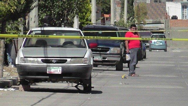¡Localizaron abandonado y baleado un automóvil robado en Fresnillo!