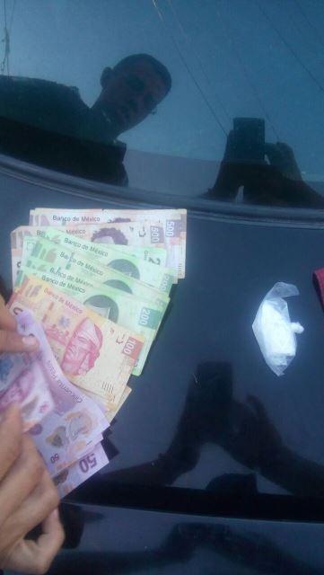 ¡Policías estatales detuvieron a 2 sujetos con metanfetamina y dinero en Aguascalientes!