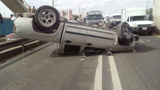 ¡Volcadura de camioneta dejó 3 mujeres lesionadas en Aguascalientes!