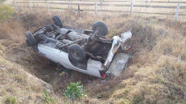 ¡3 lesionados tras choque-volcadura entre 2 camionetas en Aguascalientes!