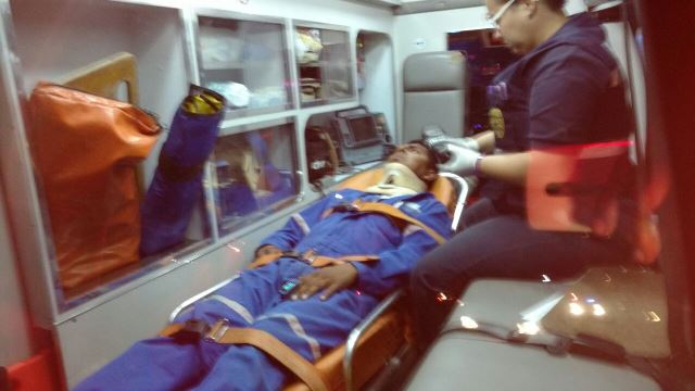 ¡4 lesionados tras fuerte choque entre una camioneta y un automóvil en Aguascalientes!