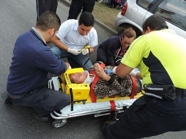 ¡4 lesionados dejó choque entre una camioneta y un automóvil en Aguascalientes!