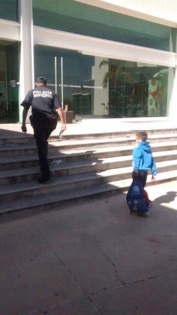¡Niño de 8 años de edad se fugó de su casa en Aguascalientes y policías municipales lo localizaron!