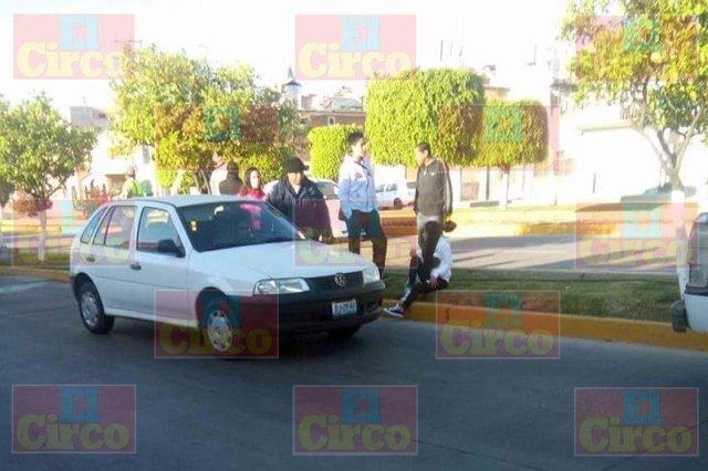 ¡Joven lesionada atropellada por un auto en Lagos de Moreno!
