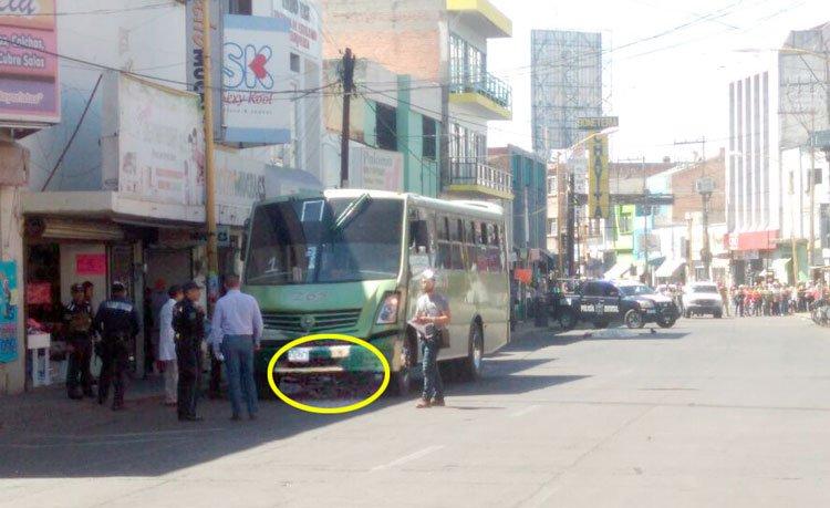 ¡Camión urbano atropella y mata a ciclista en Aguascalientes!