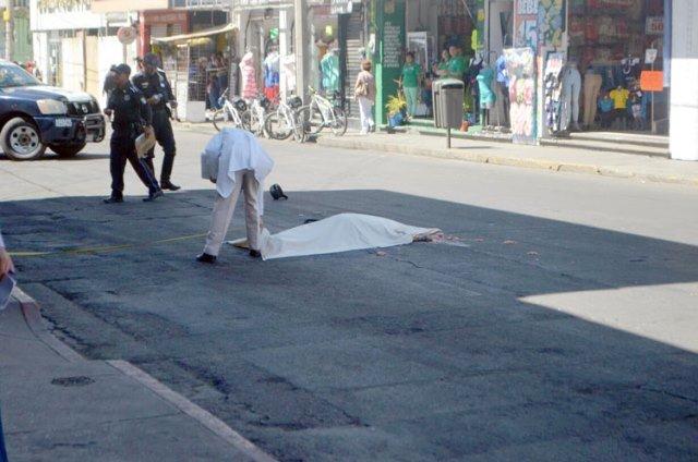 ¡Ciclista murió aplastado por un camión urbano en Aguascalientes!