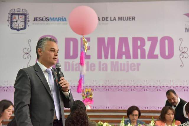 ¡Reconoce Noel Mata Atilano la carrera de servidoras públicas municipales!