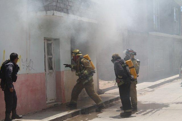 ¡Bomberos sofocaron un incendio domiciliario en Fresnillo!