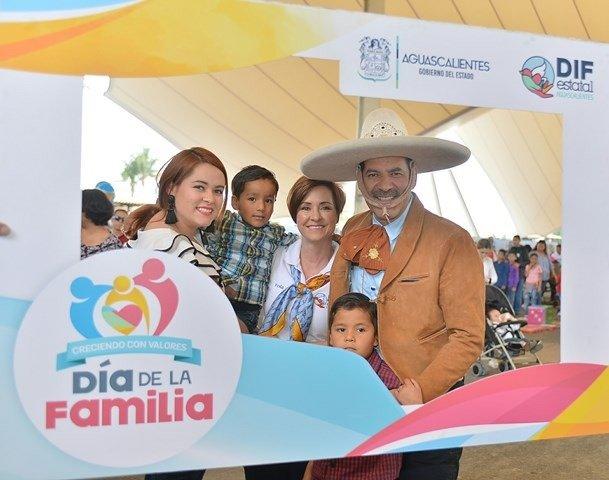 """¡Miles de personas disfrutaron del evento """"Creciendo en Familia con Valores""""!"""
