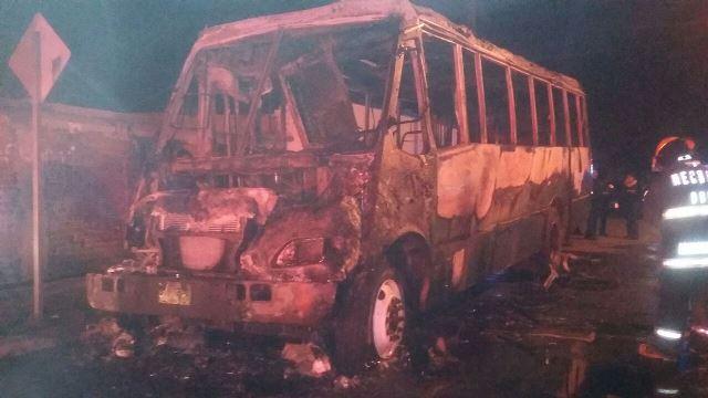 ¡Se incendió camión urbano en Aguascalientes y quedó inservible!