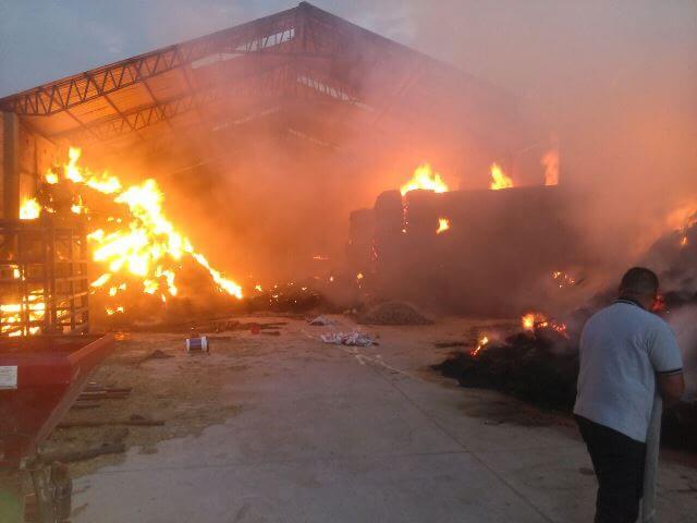 ¡Incendio acabó con una fábrica de muebles en Aguascalientes!
