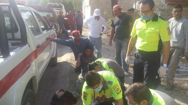 ¡4 albañiles se salvaron de morir tras un derrumbe en una construcción en Aguascalientes!
