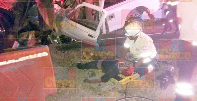 ¡Choque frontal entre una camioneta y un autobús dejó 1 muerto y varios lesionados en Lagos de Moreno!