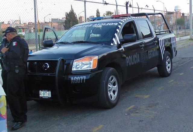 ¡Policías estatales detuvieron a una mujer con cigarros de contrabando en Aguascalientes!