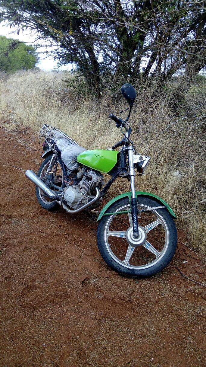 ¡Elementos de la PEP recuperaron motocicleta robada y detuvieron a joven con enervantes en Zacatecas!