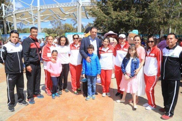 ¡La familia es la base de una sociedad pacífica: Alejandro Tello!