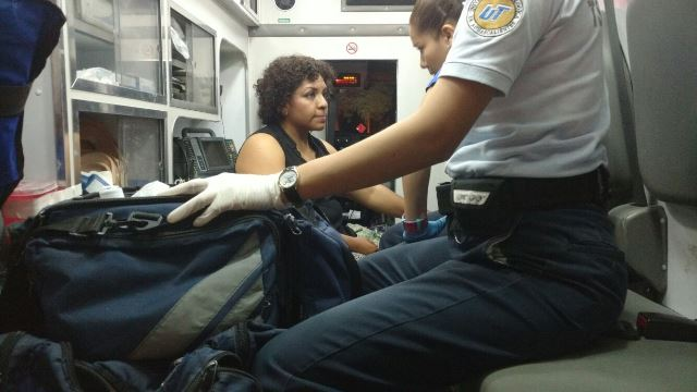 ¡Un aparatoso choque-volcadura dejó una mujer lesionada en Aguascalientes!